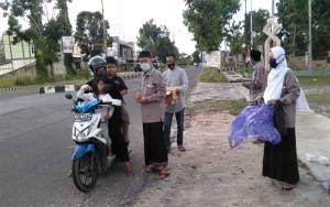 PD DMI Sukamara Bagi Takjil Berbuka Puasa