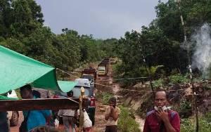 DPRD Kotim Janjikan Penyelesaian, Warga Buka Portal Jalan PT BSP