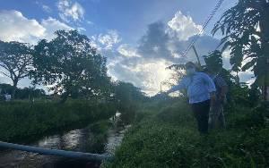 Bupati Kotim Terjunkan 2 Alat Berat Atasi Banjir Kawasan Permukiman