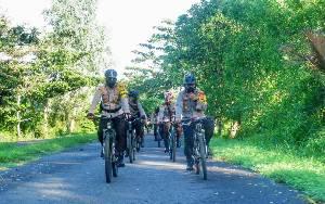 Kapolres Seruyan Bersepeda Pantau Kamtibmas Hari Kedua Lebaran hingga Aktivitas Pasar