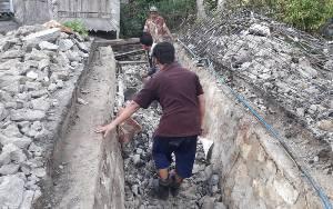 Dinas PUPR Barito Timur Perbaiki Box Culvert Rusak di Desa Telang