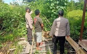 Anggota Polsek Kapuas Murung Patroli Antisipasi Karhutla