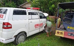 Mobil Ambulans Bawa Jenazah Tabrakan dengan Escudo di Desa Jaar