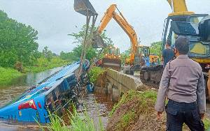 Satu Orang Penumpang Tewas Dalam Kecelakaan Bus di Jalan Lingkar Luar