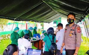 Polresta Palangka Raya Amankan Pelaksanaan Vaksinasidi Puskesmas