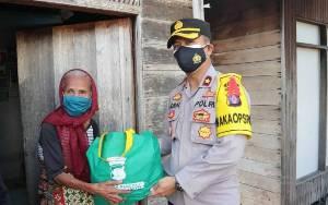 Polres Kapuas Kembali Salurkan Bantuan Sembako untuk Warga di Tengah Pandemi