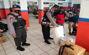 Polsek KPM Razia Penumpang yang Tiba dan Berangkat di Pelabuhan Sampit