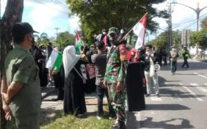 Solidaritas Muslimah Kalteng Turun ke Jalan Suarakan Dukungan untuk Palestina