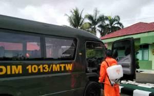 Minimalisir Penyebaran Covid-19, Kendaraan Dinas Kodim Muara Teweh Disemprot Disinfektan