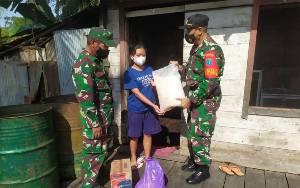 Koramil Rungan Berikan Paket Sembako untuk Warga