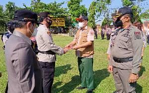 Kapolres Barito Timur Beri Penghargaan Pejabat dan Personel TNI-Polri Berdedikasi dalam Penanganan Covid-19