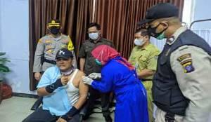 Pegawai Sekretariat DPRD Seruyan Jalani Vaksinasi Covid-19