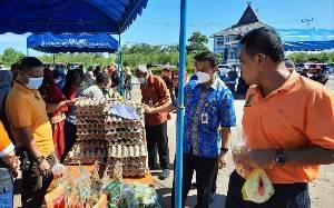Kepala SOPD Pemko Palangka Raya Antusias Belanja di Pasar Tani