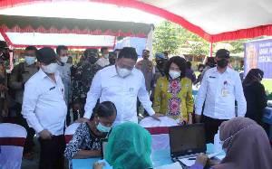 Wakil Gubernur Kalteng Tinjau Vaksinasi Massal di SMAN 1 Kahayan Hilir