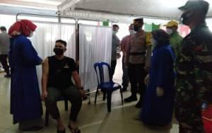 Pedagang Pasar Kuala Pembuang Jalani Vaksin Covid-19