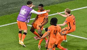 Belanda Taklukkan Ukraina dalam Drama Lima Gol