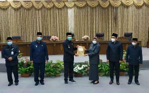 Bupati Barito Utara Terima Dokumen Pemandangan Umum Fraksi Pendukung Dewan