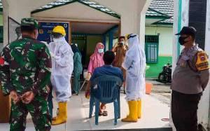 Test Swab di Puskesmas Kereng Pangi Dapat Pengamanan Polisi dan TNI