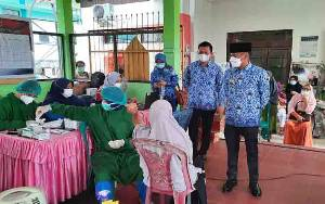 Wali Kota Tinjau Vaksinasi Lansia di Kelurahan Palangka
