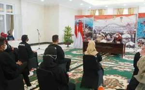 Ketua TP PKK Barito Utara Lepas Peserta Pelatihan Tata Rias ke Banjarmasin