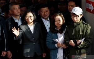 """Taiwan akan Sesuaikan Operasi Kantor Hong Kong di Baris """"Satu China"""""""