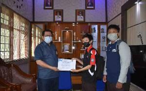 Siswa SMKN 1 Kuala Kapuas Terima Sertifikat Magang dari Diskominfo
