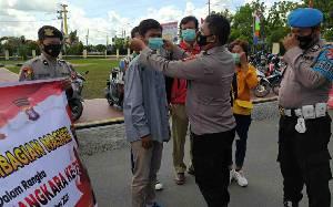 Polres Kapuas Bagikan Masker untuk Masyarakat