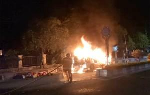 Mobil Xenia Hangus Terbakar di Depan SMAN 1 Sampit
