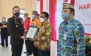 Kapolres Kapuas Beri Penghargaan Pemenang Lomba HUT ke-75 Bhayangkara