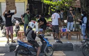 Dukung Percepatan Vaksin, Sejumlah Kedai Berikan Kopi Gratis di Tepi Jalan