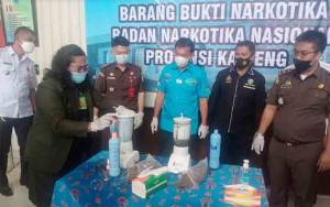 BNNP Kalteng Musnahkan Setengah Kg Ganja