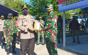Kapolda Kalteng Bagikan Masker dan Multivitamin kepada Petugas Yustisi