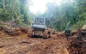 Pembuatan Jalan Program TMMD di Desa Karamuan Permudah Akses Masyarakat