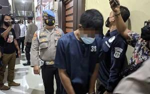 Pelaku Pembunuhan di Samuda Sebut Bawa Pisau Saat Keluar Rumah