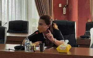 Anggota DPRD Ini Teteskan Air Mata Saat Bahas Usulan Perda Prokes