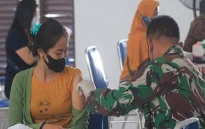 Ratusan Warga Sukses Jalani Vaksinasi Dosis Kedua di SMKN 1 Palangka Raya