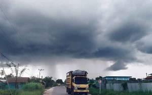 BMKG Ingatan Potensi Hujan Deras Disertai Angin Kencang dan Petir di Kotim, Daerah Lainnya di Kalteng Begini...