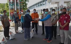 Pemprov Kalteng Serahkan Bantuan Sosial untuk Warga Terdampak Covid-19