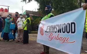 Program Jemmswood Berbagi, Jemmy Adrianor Rasyid Bagikan Paket Sembako untuk Petugas Kebersihan dan Juru Parkir