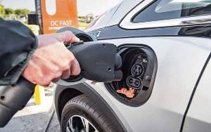 Ford, GM, Stellantis Minta Dukungan AS Jual Mobil Listrik