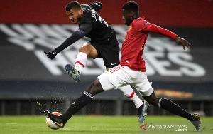 Manchester United Pinjamkan Axel Tuanzebe ke Aston Villa