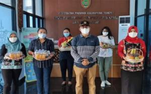 Kepala Dinas Perkimtan Kalteng Salurkan Bantuan untuk Pegawai Isolasi Mandiri