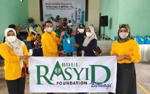 Abdul Rasyid Foundation Bantu Dinkes Kobar Sukseskan Vaksinasi Massal di Desa Natai Baru