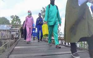 Warga Lansia di Pesisir Sungai Mentaya Akhirnya Terima Vaksin