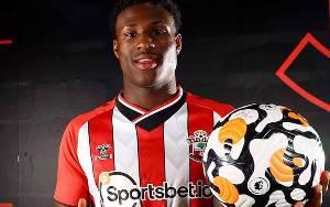 Southampton Boyong Talenta Muda Thierry Small dari Everton