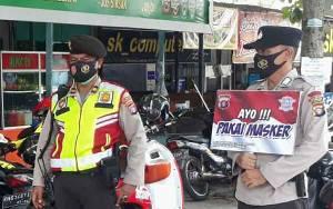 Tim Patroli Sampaikan Selalu Ingat Memakai Masker