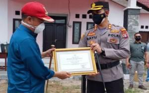 Bupati Seruyan Serahkan Piagam Penghargaan Untuk Polres Seruyan