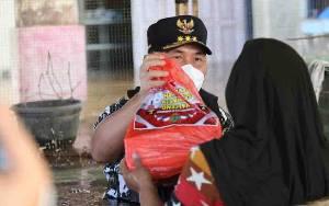 Gubernur Kalteng Salurkan 3.000 Paket Sembako untuk Masyarakat Terdampak Banjir di Kecamatan Menyata Hulu