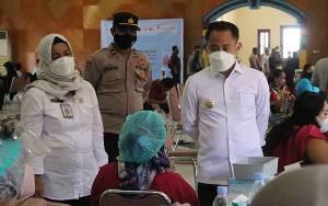 Wali Kota Palangka Raya Apresiasi Suksesnya Vaksinasi Massal Sektor Jasa Keuangan