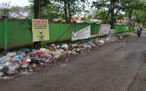 Spanduk Didoakan Dicabut Nyawa Tidak Buat Takut Pembuang Sampah Sembarangan
